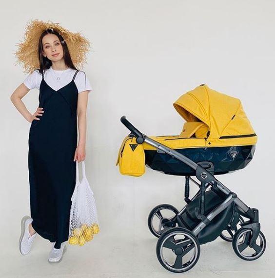 Junama Saphire - Yellow top, black bassinet, black frame, black wheels